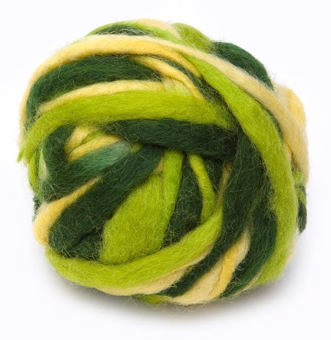 カラーウールボール - 緑×黄緑の写真