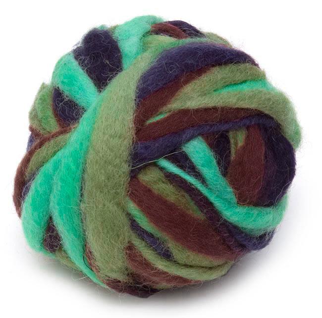 カラーウールボール - 薄緑×紺の写真