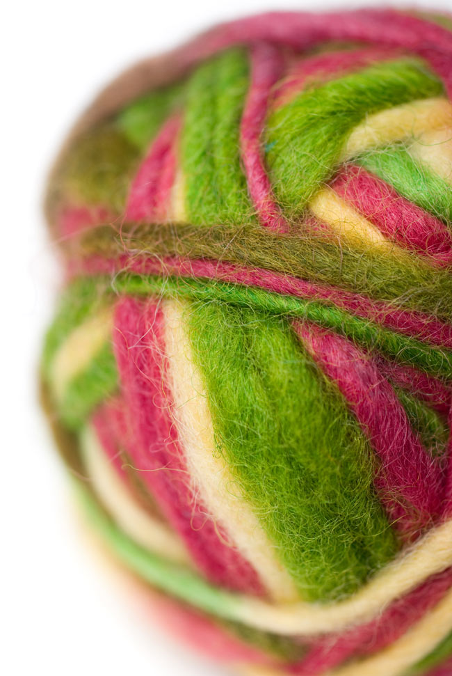 カラーウールボール - 白×緑×桜の写真2 - 拡大写真になります。