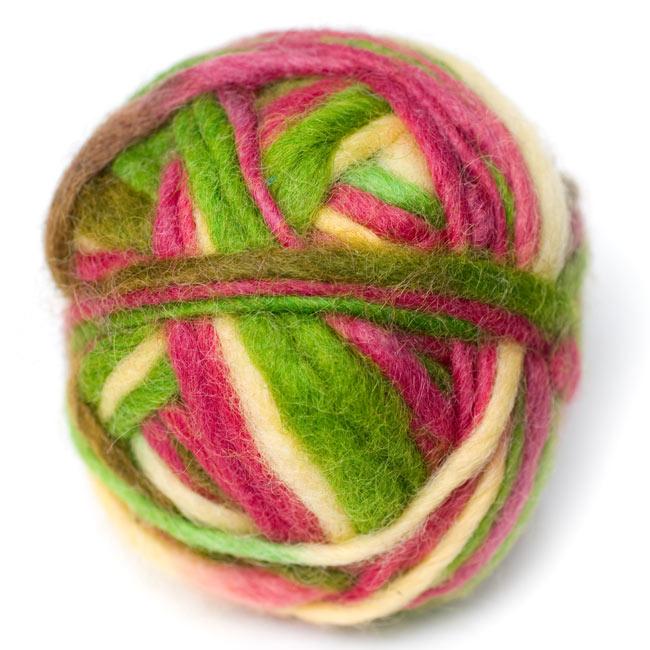 カラーウールボール - 白×緑×桜の写真