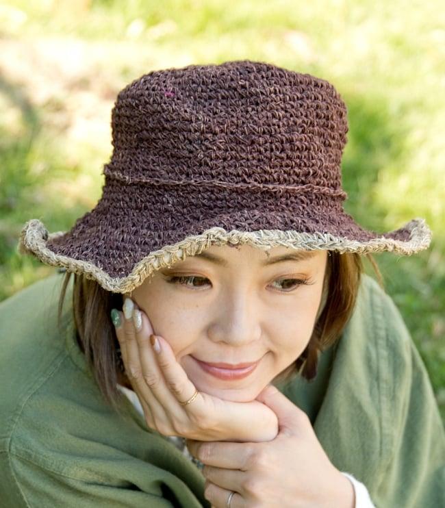 ヘンプのシンプルハット - ブラウン 2 - リボン付きは女性らしい柔らかな雰囲気を醸し出してくれます。