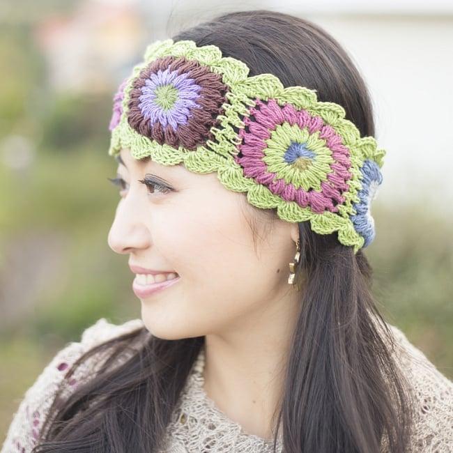 お花刺繍のニットヘアバンド - ライトグリーンの写真