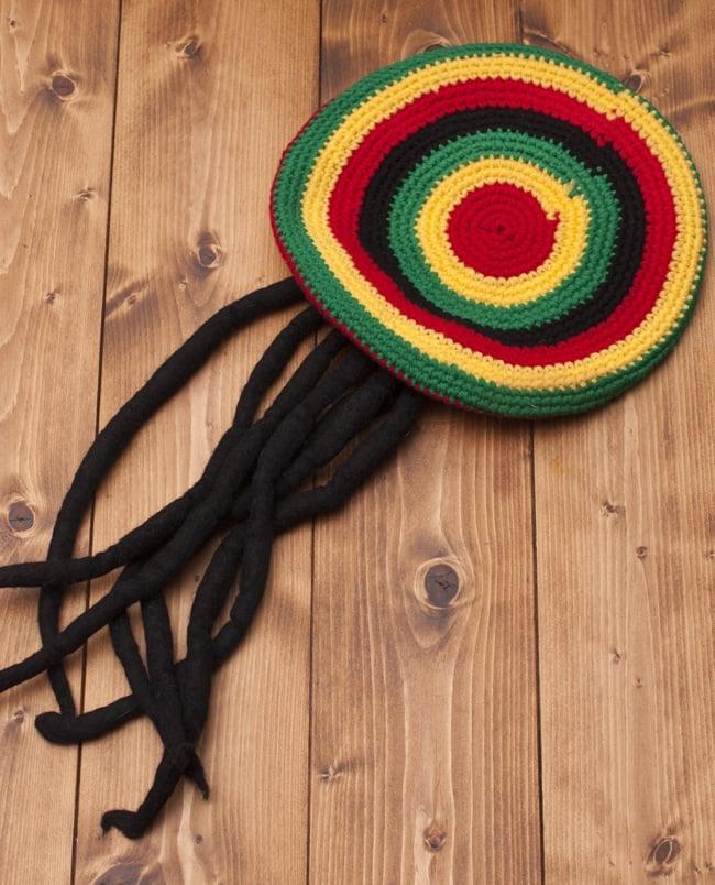 フェイクドレッド付きジャマイカハットの写真3 - 毛糸の帽子とフェイクのドレッド(フェルト)の組み合わせです。