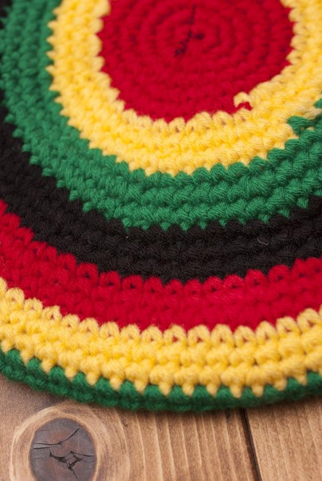 フェイクドレッド付きジャマイカハットの写真4 - ふかふかの毛糸で作られています
