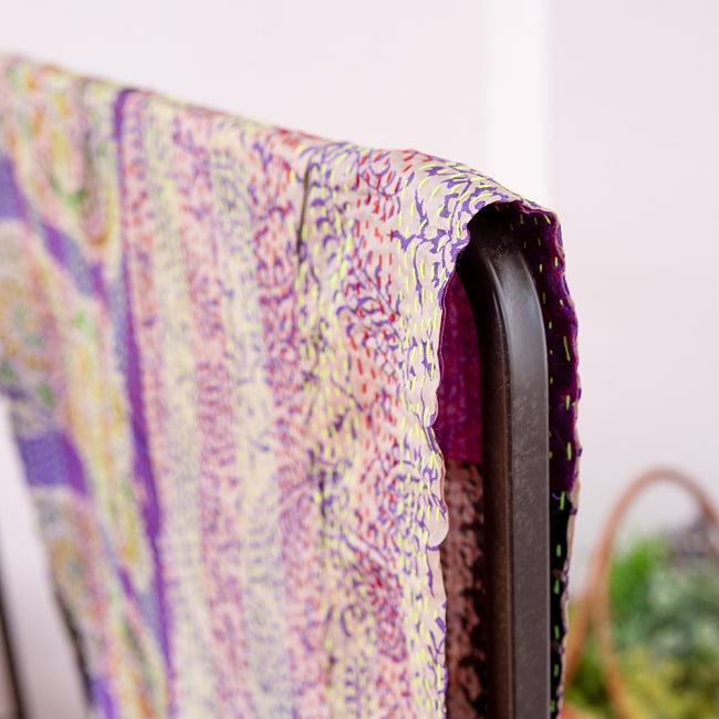 【アソート】インドのカンタ刺繍スカーフ (約200cm×約45cm) 4 - 反対面を折り返してみました。リバーシブルでお楽しみ頂けます。