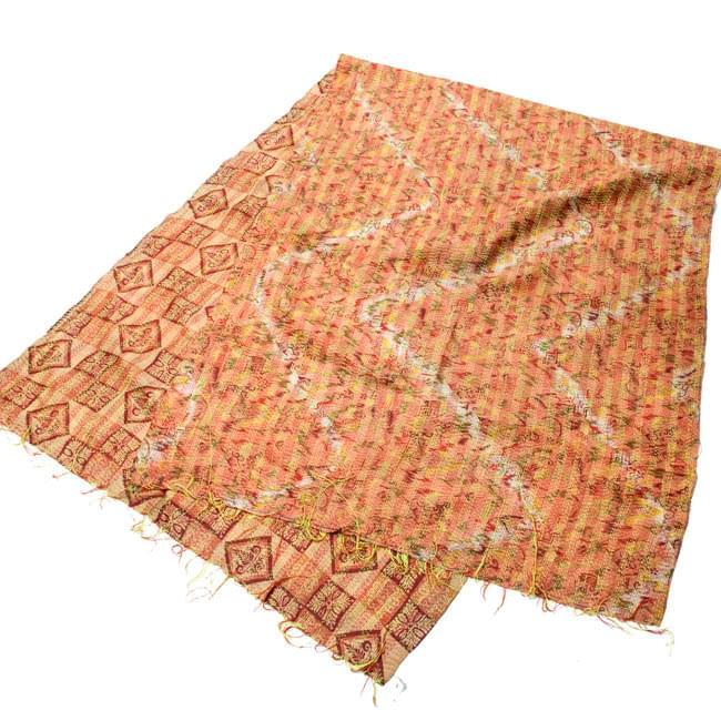 【1点物】インドのカンタ刺繍ショール (214cm×54cm) 10 - 半分に折ってみました。その日の気分で両面お楽しみ頂けます。