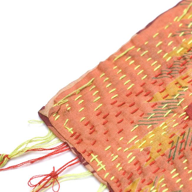 【1点物】インドのカンタ刺繍ショール (214cm×54cm) 4 - 端部分をアップにしてみました。まつり縫いがそのままになっている箇所もあります。