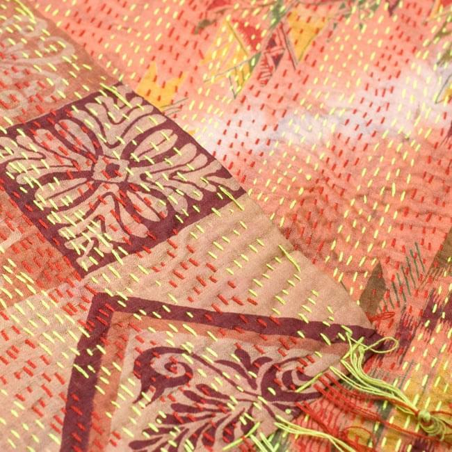 【1点物】インドのカンタ刺繍ショール (214cm×54cm) 5 - 反対面を折り返してみました。リバーシブルでお楽しみ頂けます。