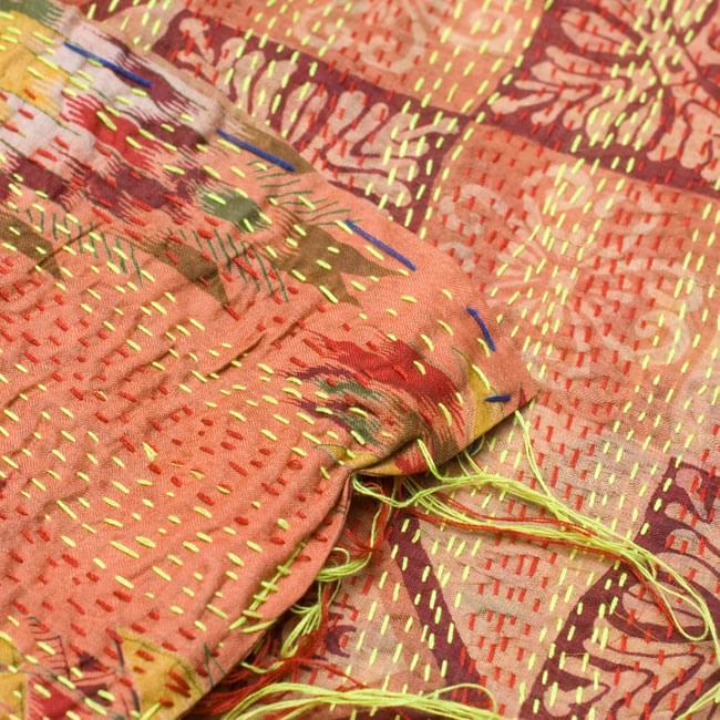 【1点物】インドのカンタ刺繍ショール (214cm×54cm) 8 - 反対面を折り返してみました。リバーシブルでお楽しみ頂けます。