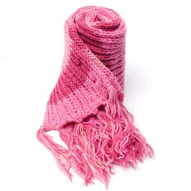カラフルボーダーレトロマフラー 【ピンク系】 6 - しっかり編んであるから、こんな風に自立もしちゃいます。程よいボリュームでとても使いやすいですよ!