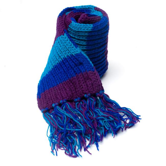 カラフルボーダーレトロマフラー 【ターコイズ×パープル】 6 - しっかり編んであるから、こんな風に自立もしちゃいます。程よいボリュームでとても使いやすいですよ!