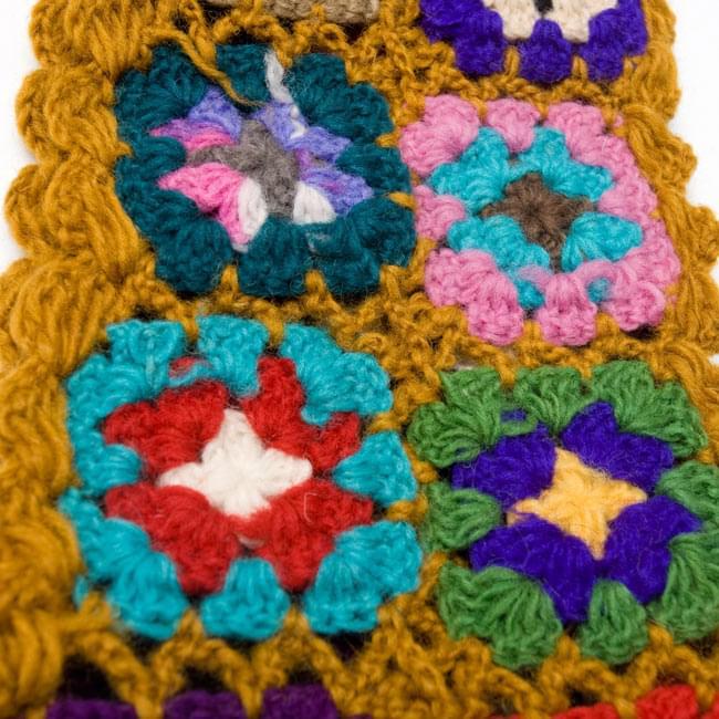 フラワーモチーフカラフルマフラー 【黄土】 4 - 編み目部分をアップにしてみました。