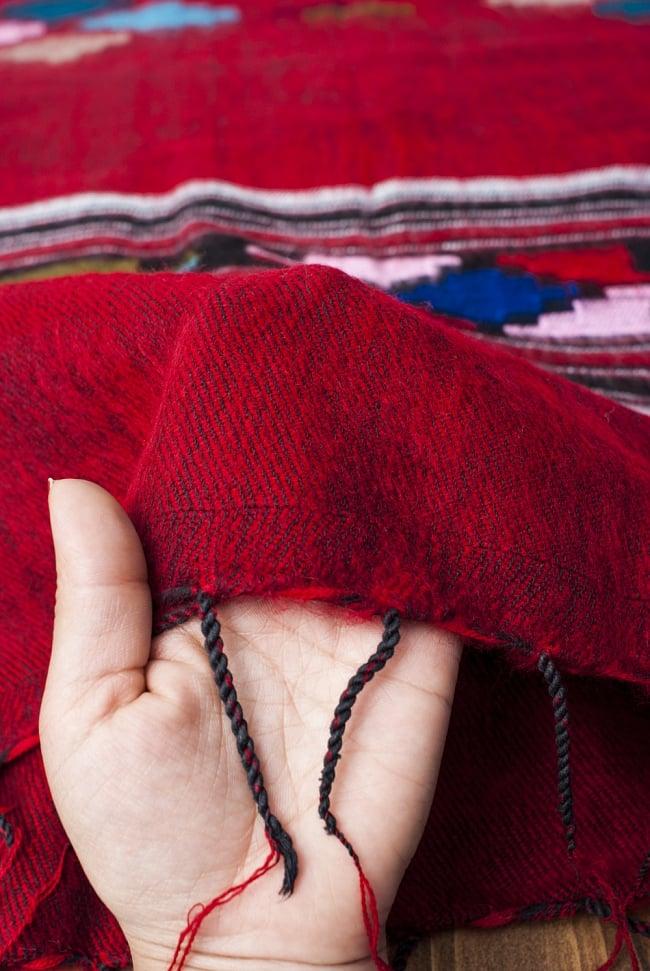 ワイドボーダーの機織りストール - 菱形模様入り 赤系 7 - 軽やかで暖かい手触りです。