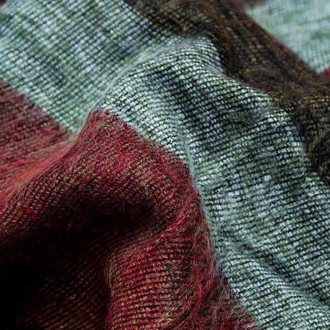 ワイドボーダーの機織りストール ショール 4 - ちかくで繊維の様子を見てみました。柔らかく、体温を逃しません。