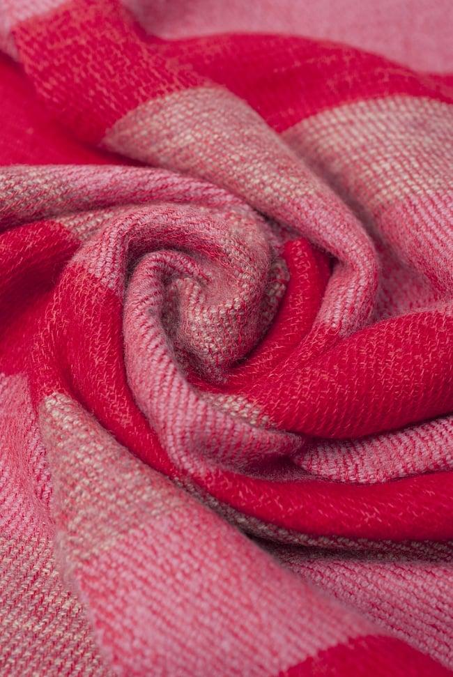 ふんわり起毛のボーダーマフラー - 赤系の写真5 - シックな色合いが素敵ですね。
