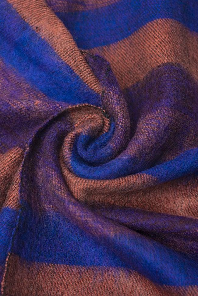 ふんわり起毛のボーダーマフラー - ダークパープル系の写真5 - シックな色合いが素敵ですね。