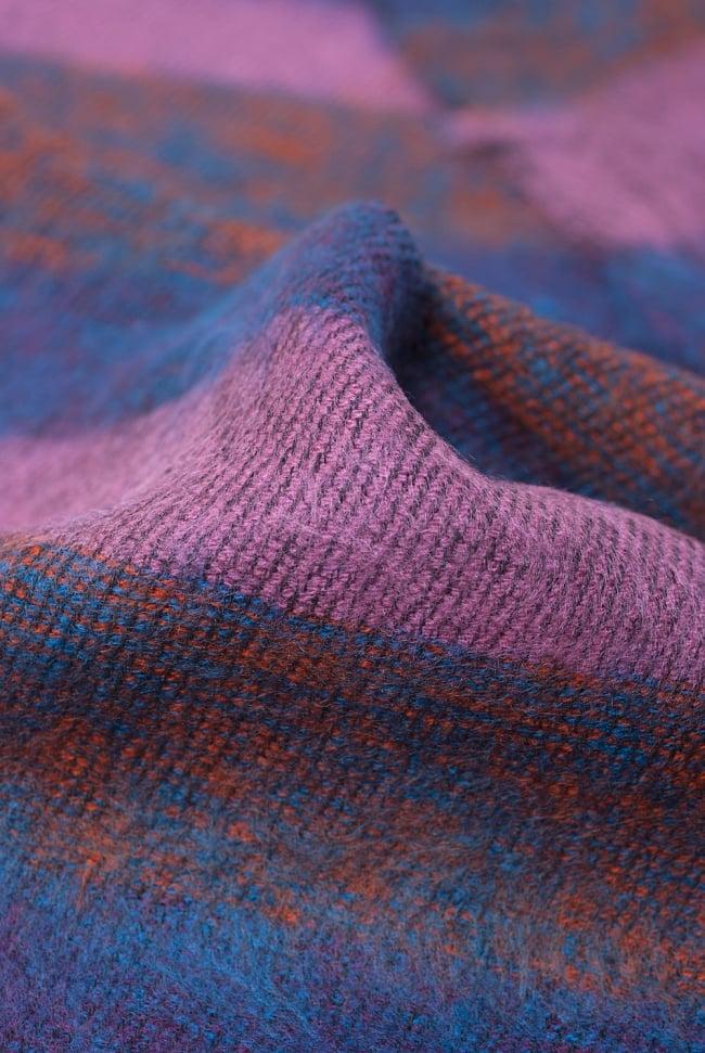 ふんわり起毛のボーダーマフラー - ピンクパープル系 3 - 起毛がふんわりとして、軽いのにとても暖かいです。