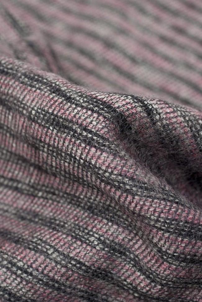 ふんわり起毛のライトスヌード - ダークピンク系 2 - 起毛がふんわりとして、軽いのにとても暖かいです。