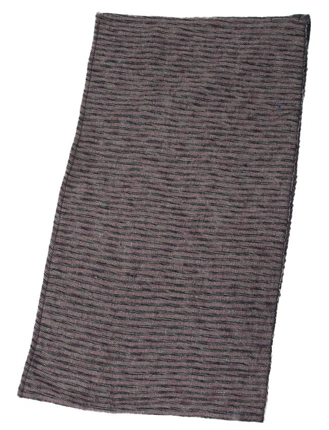 ふんわり起毛のライトスヌード - ダークピンク系の写真