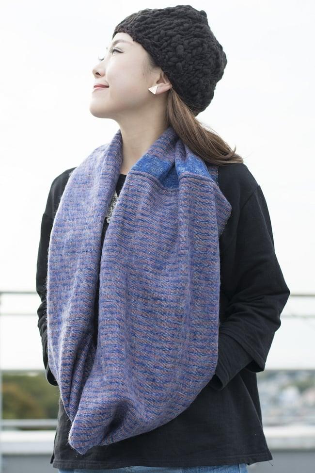 ふんわり起毛のライトスヌード - 白&赤系の写真7 - 普段使いに、お出かけに、寒い季節に嬉しいアイテムです。