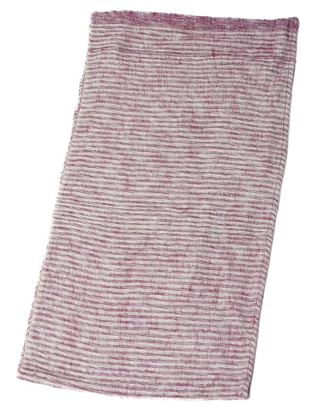 ふんわり起毛のライトスヌード - 白&赤系の写真