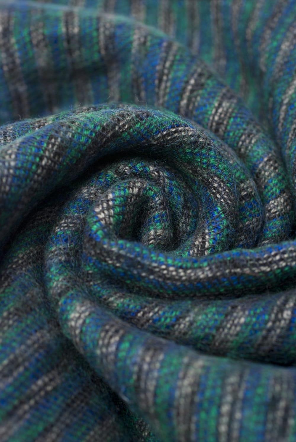 ふんわり起毛のライトスヌード - グリーン系 3 - シックな色合いが素敵ですね。