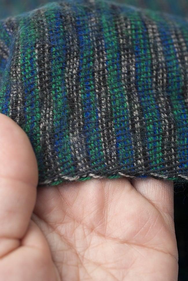 ふんわり起毛のライトスヌード - グリーン系 5 - 手に取ってみました。ふわっとした感触があり手触りもいいです。