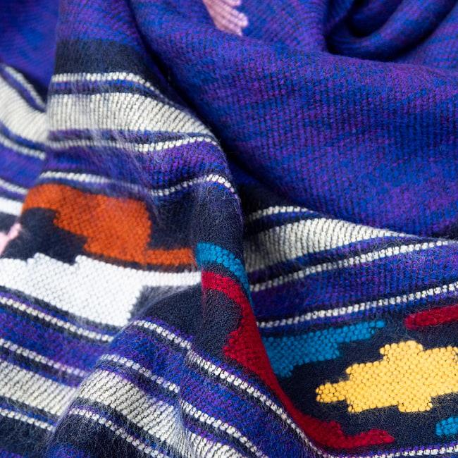 柔らかな起毛で温まる トライバル柄の機織りストール 6 - フワフワの起毛が気持ちよいです。