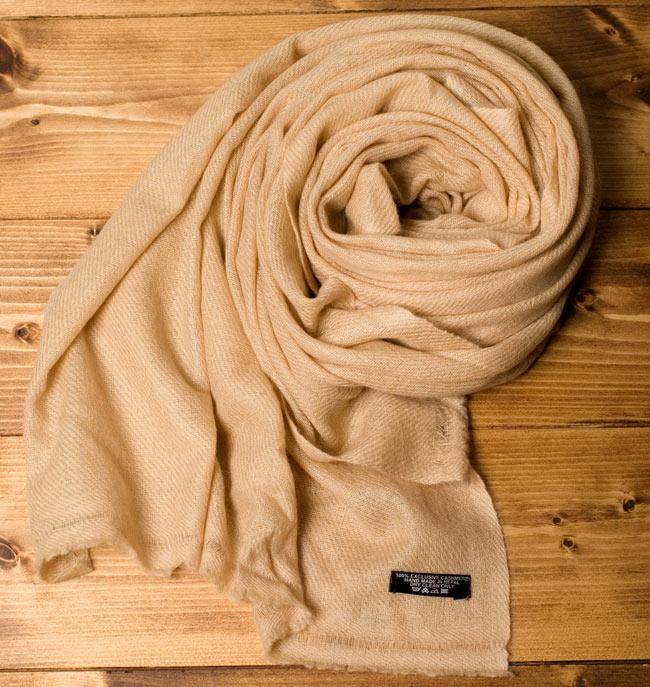 パシュミナ100% 大判手織りストール - ベージュ 4 - 保温性にも優れているので肌寒い季節も心地よく過ごすことができます