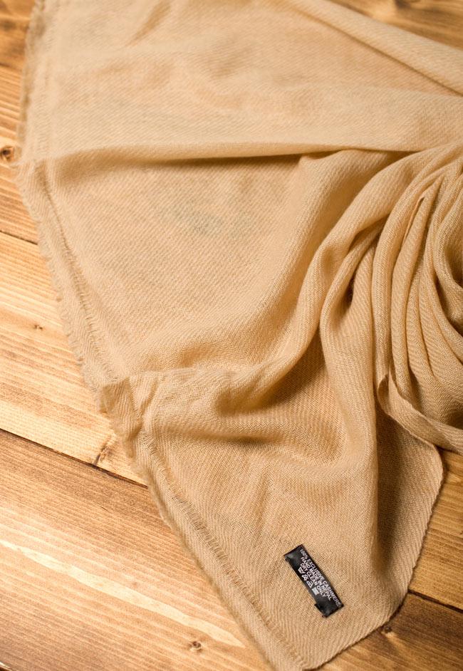 パシュミナ100% 大判手織りストール - ベージュ 5 - 広げてみたところです。ストールやショールなど幅広い用途にお使いいただけます。