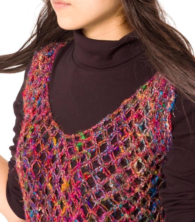 シルク編みベスト - ショート 6 - 胸元はスッキリです。