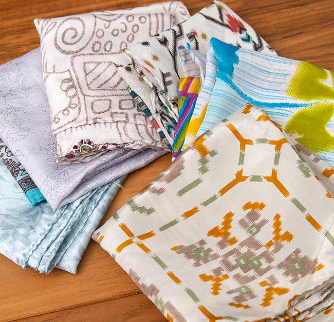 オールドサリーのスカーフ 約50cm×約50cm 7 - 白・ベージュ・グレー系でも色々な柄があります