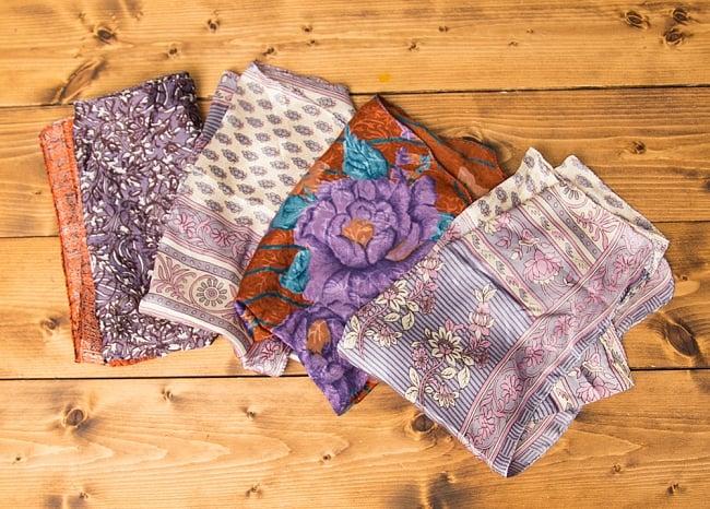 オールドサリーのスカーフ 約55cm×約55cm 【紫系】の写真2 - こちらの商品はアソート商品ですので、お届けする商品の柄が写真と異なる場合もございます。ご了承くださいませ。