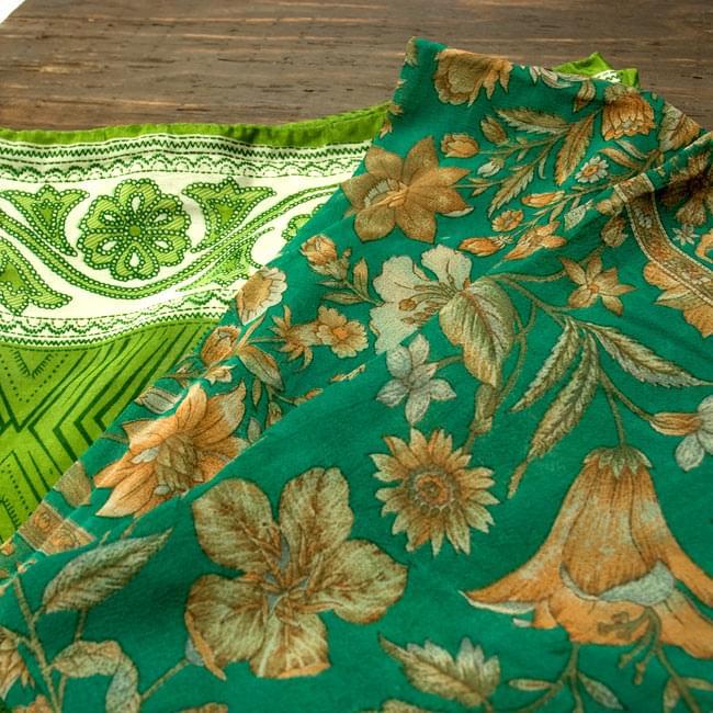 オールドサリーのスカーフ 約105cm×約105cm 【グリーン系】 4 - 別の角度から撮ってみました。