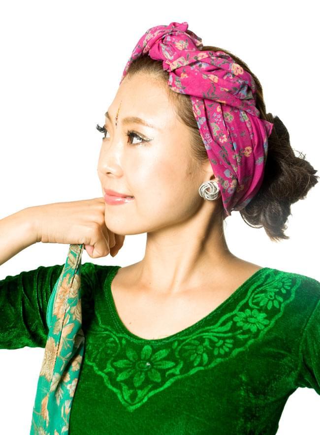 オールドサリーのスカーフ 約105cm×約105cm 【グリーン系】 5 - 頭にターバンのように巻いてみました。頭に巻くには十分なサイズです。