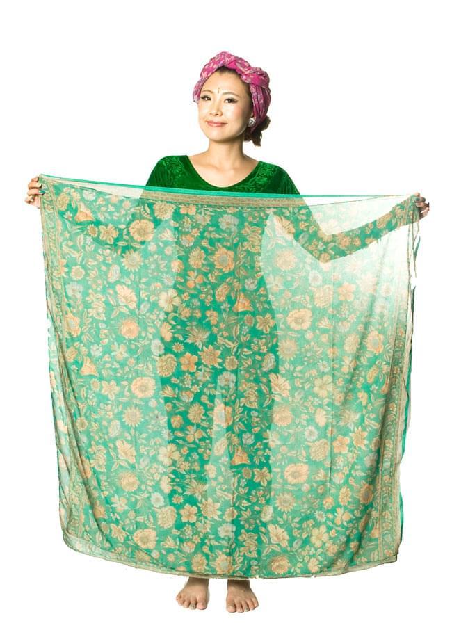 オールドサリーのスカーフ 約105cm×約105cm 【グリーン系】 6 - 広げるとこのくらいの大きさです。意外と何にでも使いやすいサイズですよ!