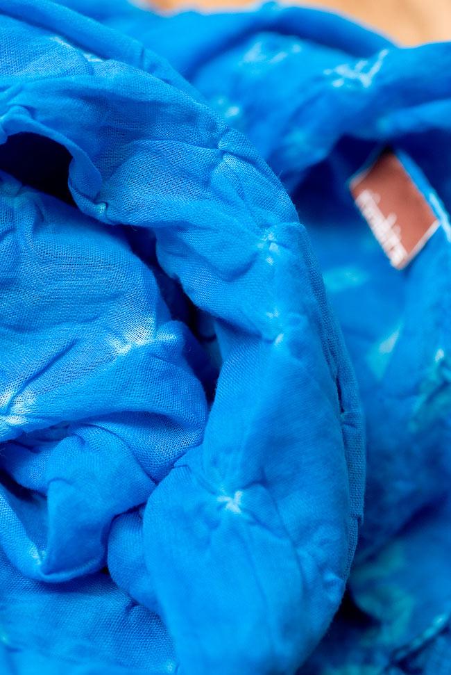 インドの絞り染めドゥパッタ - 水色 4 - ふんわりとした質感が素敵ですね。