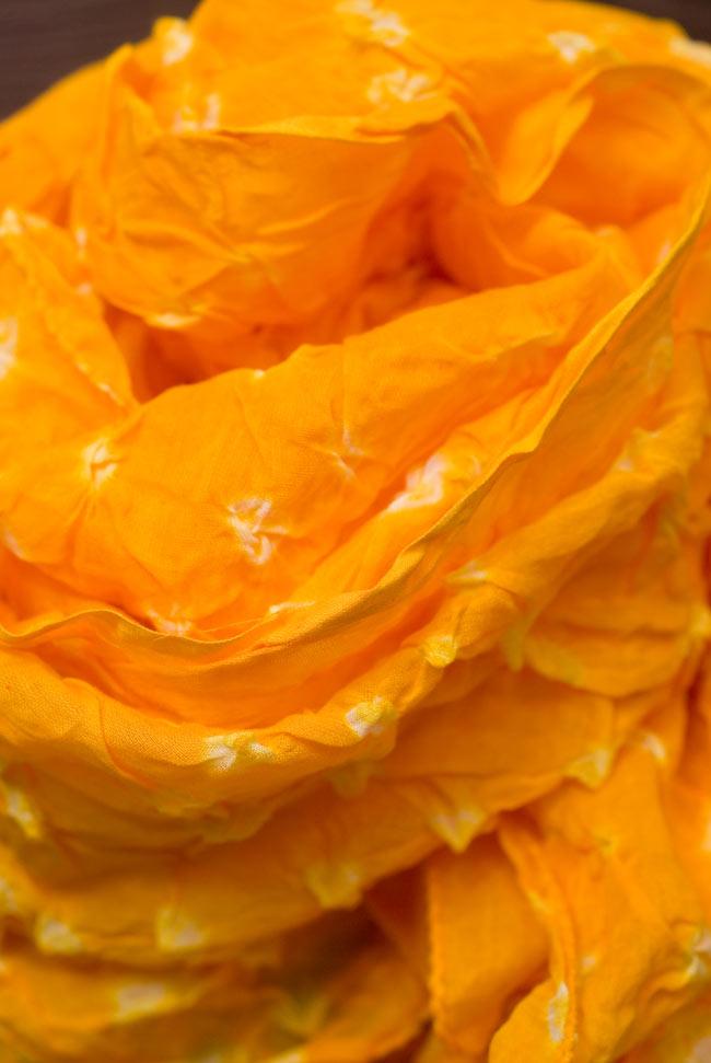 インドの絞り染めドゥパッタ - やまぶき 4 - ふんわりとした質感が素敵ですね。