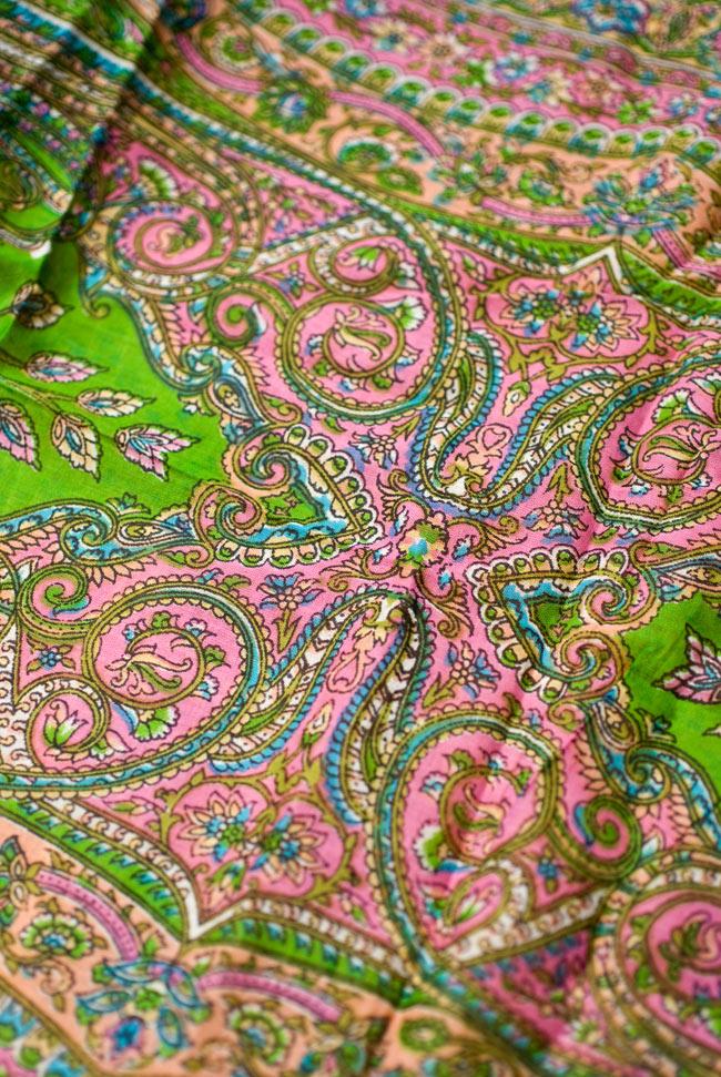 インド伝統柄のコットンスカーフ - 黄緑の写真2 - 模様を見てみました。エスニカルな意匠が素敵です。