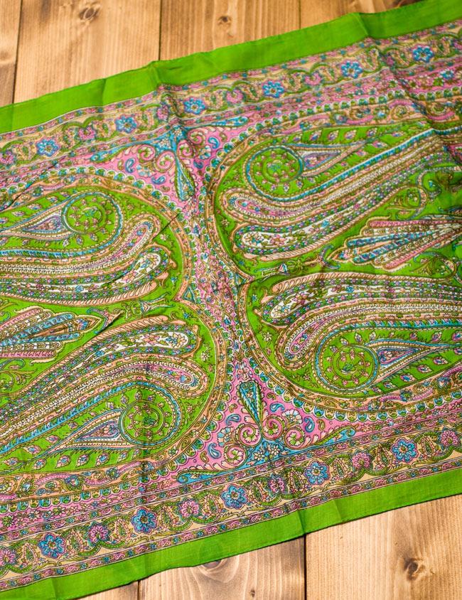 インド伝統柄のコットンスカーフ - 黄緑 5 - 少し離れてみてみました。50cmほどのほどよい大きさです。