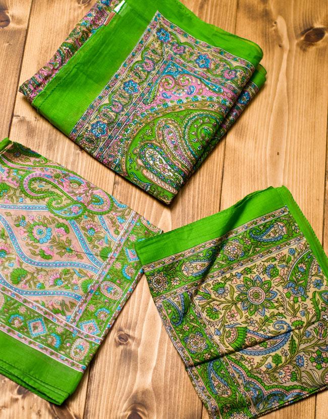 インド伝統柄のコットンスカーフ - 黄緑の写真6 - 図像は1点ずつ異なるため、アソートでのお届けとなります。