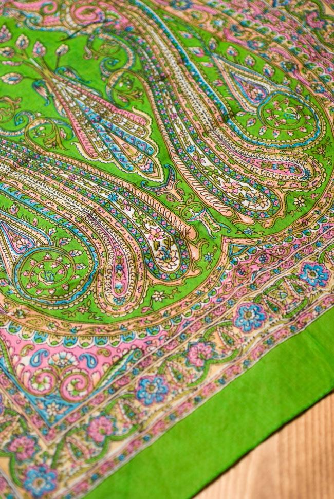 インド伝統柄のコットンスカーフ - 黄緑の写真