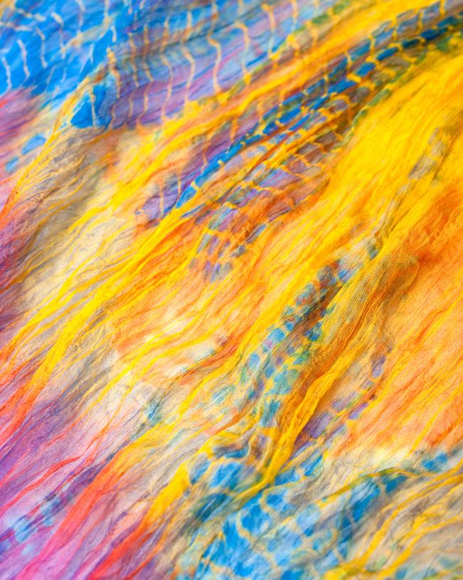 インドの薄ショール クリンクル タイダイドゥパッタ - ブルーの写真4 - 生地の拡大写真です