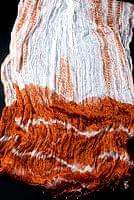 インドの薄ショール クリンクル タイダイドゥパッタ - ブラウン
