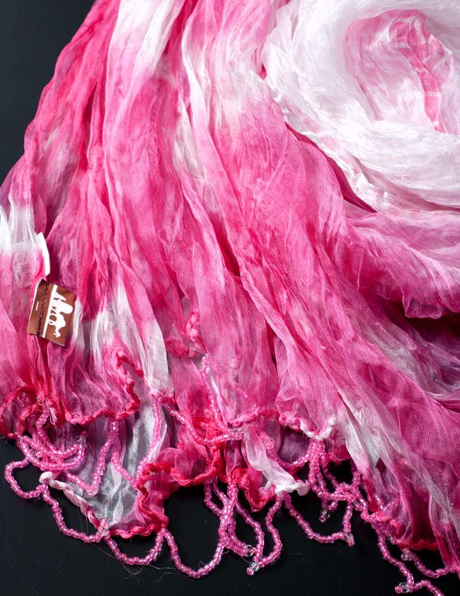 インドの薄ショール クリンクル タイダイドゥパッタ - 渋ピンク 3 - 透け感のある生地に、ビーズがデコレーションされています