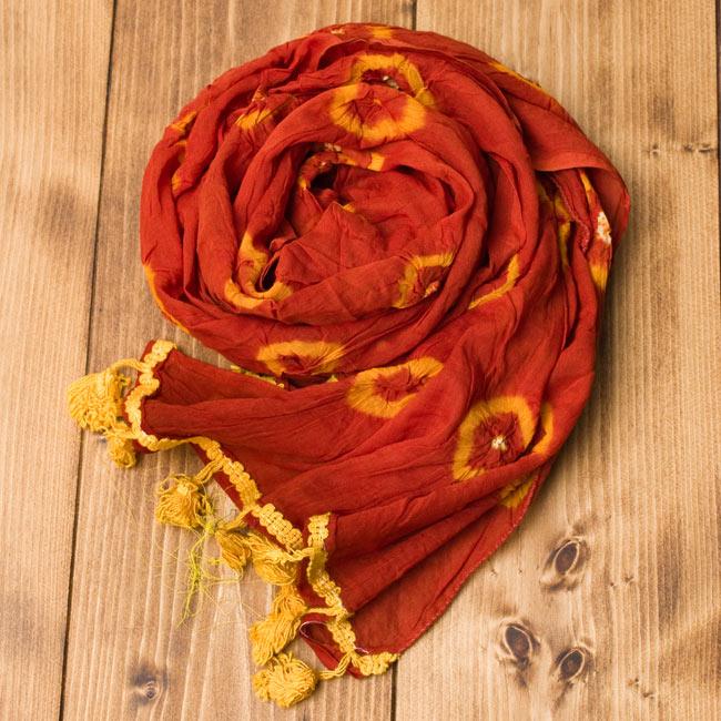 大きな模様の絞り染めドゥパッタ - 薄茶&黄の写真