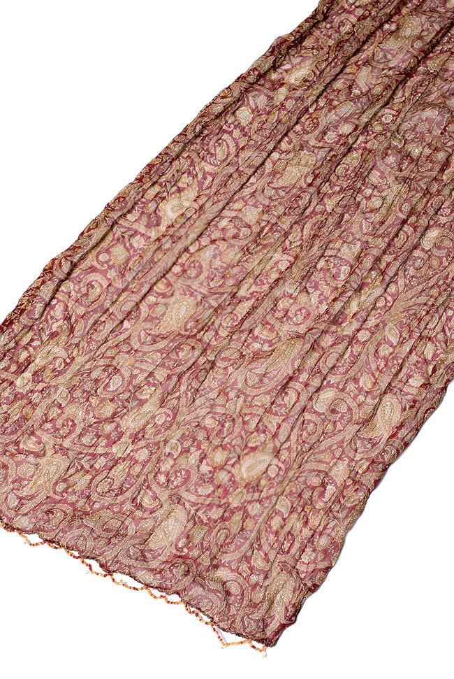 インドの薄ショール クリンクル ドゥパッタ - 赤 ペイズリー 4 - 広げた写真です。民族衣装はもちろんカジュアルな格好へもオススメです。