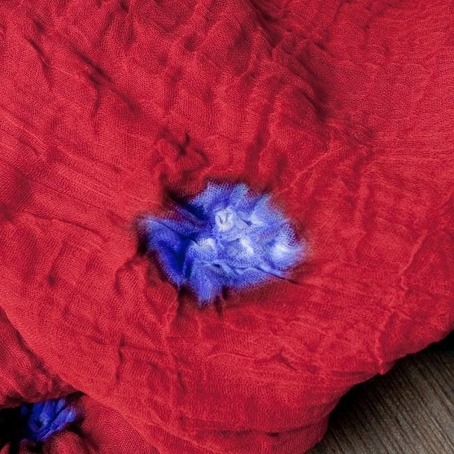 〔2枚セット〕あなたが完成させる 伝統の絞り染めストール バンデジ - 赤×緑系 2 - 色を染めたくないところに糸を結んで、そこが模様として浮かび上がります。