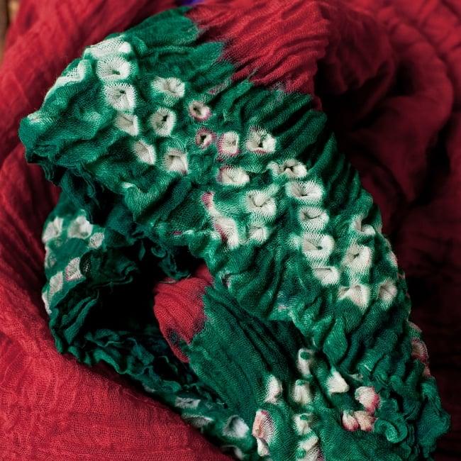 〔2枚セット〕あなたが完成させる 伝統の絞り染めストール バンデジ - 赤×緑系 3 - 一箇所ずつ丁寧に糸を結んでつくられています