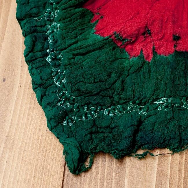 〔2枚セット〕あなたが完成させる 伝統の絞り染めストール バンデジ - 赤×緑系 6 - 白くなっていたところは、このように糸を結ぶことで模様になります。